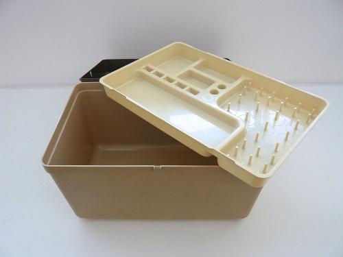 plasticsewingbox-open
