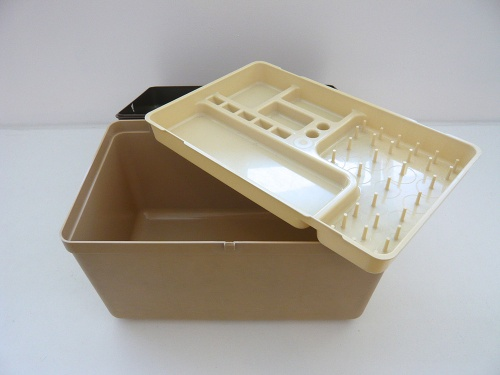 plasticsewingbox-open